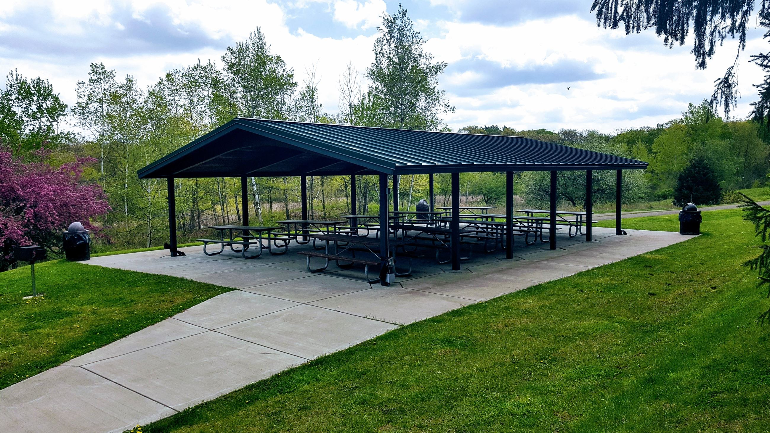 Large open sided picnic shelter at the Oakdale Nature Preserve